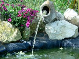 Cette fontaine, comme vous pouvez le constater, fonctionne en adéquation avec un bassin.