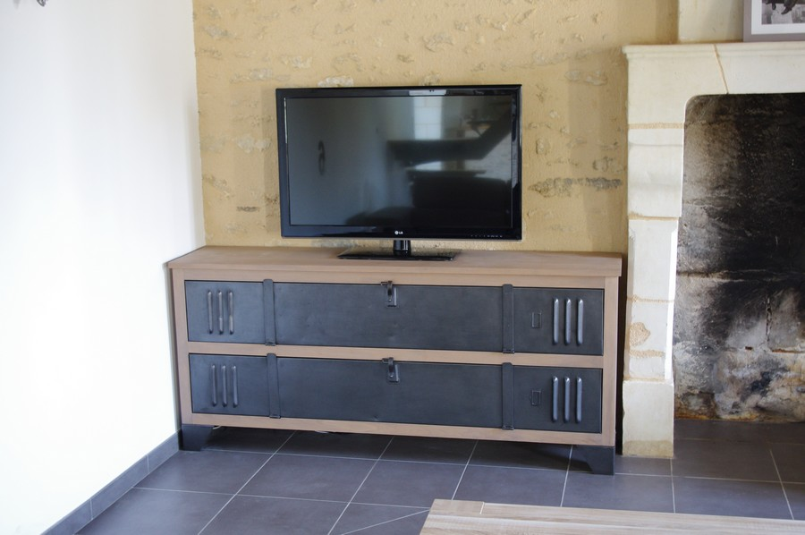 comment faire de son meuble tv un atout de d coration. Black Bedroom Furniture Sets. Home Design Ideas