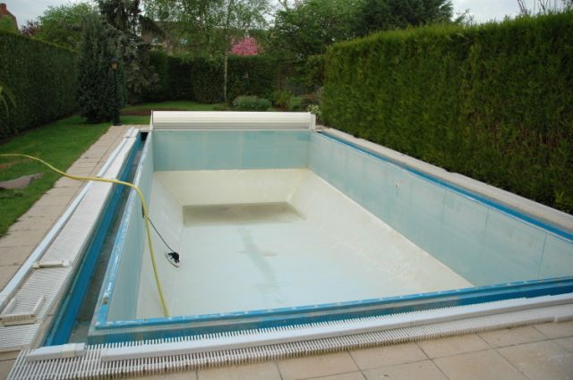 La r novation du rev tement de la piscine for Prix piscine resine enterree