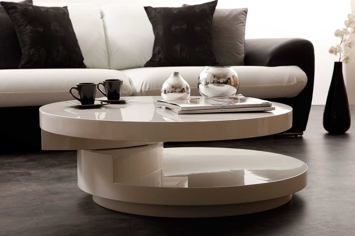 Les r gles de la table basse pour am nager son salon for Table basse salon ronde ou ovale