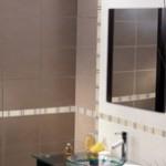 Pour une salle de bains chic et moderne, misez sur la faïence