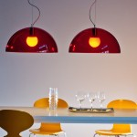 Des luminaires rouges ou oranges pour égayer les intérieurs