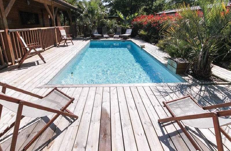 Comment décorer les abords de sa piscine?