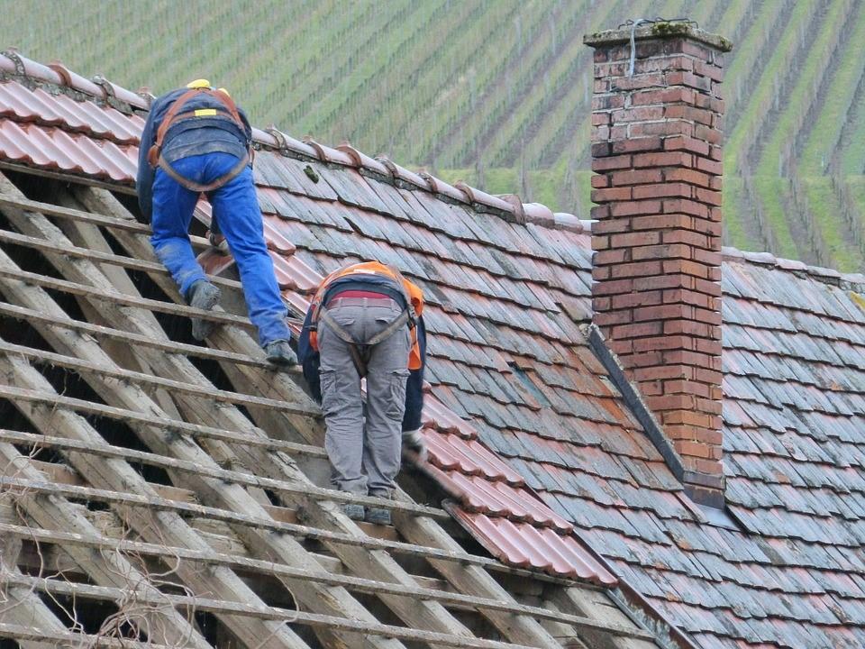 Comment bien procéder à la rénovation de son toit ?