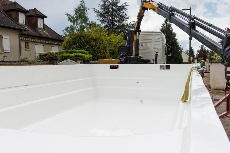 La piscine monocoque et son installation par une coque for Cout installation piscine