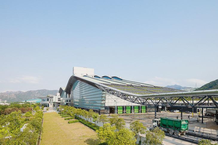 À Hong Kong, la plus grande station d'épuration au monde fait aussi piscine, spa et restaurant!