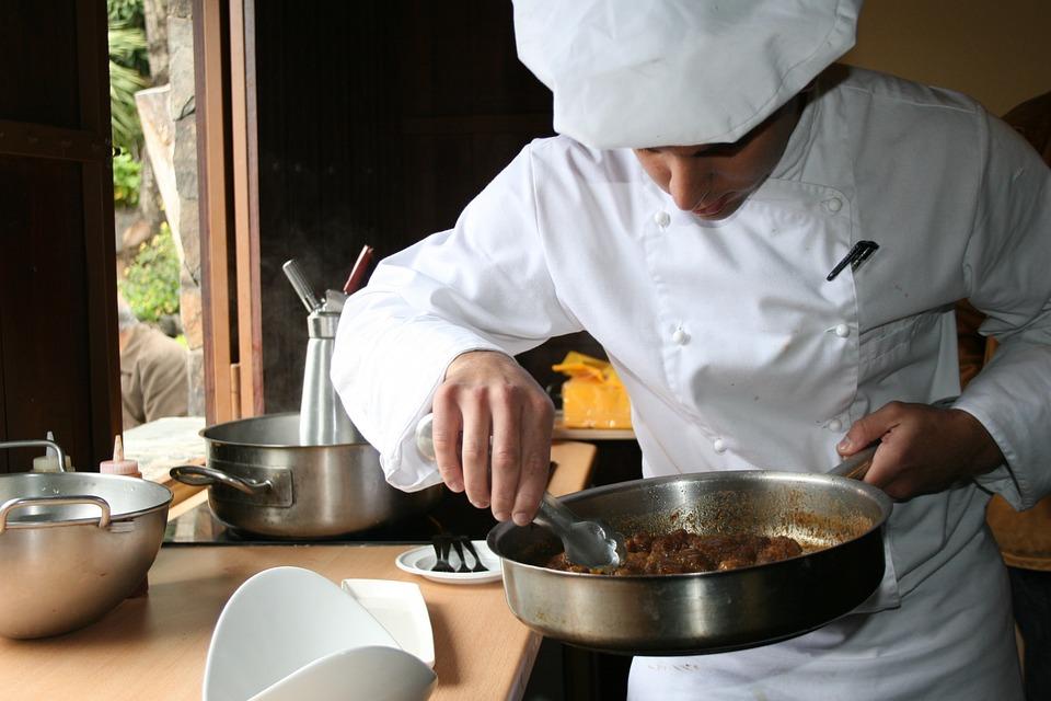 Plaque inox sur mesure : donnez du style à votre cuisine