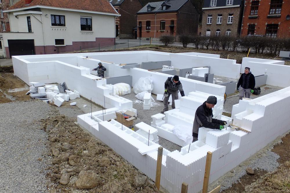 Construction et bloc coffrant isolant: quels avantages?
