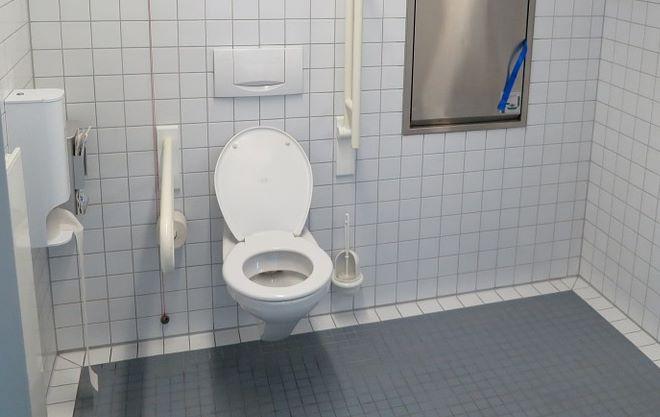 Un WC suspendu pour aménager les toilettes de la maison