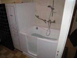 guide pour remplacer une baignoire par une douche. Black Bedroom Furniture Sets. Home Design Ideas