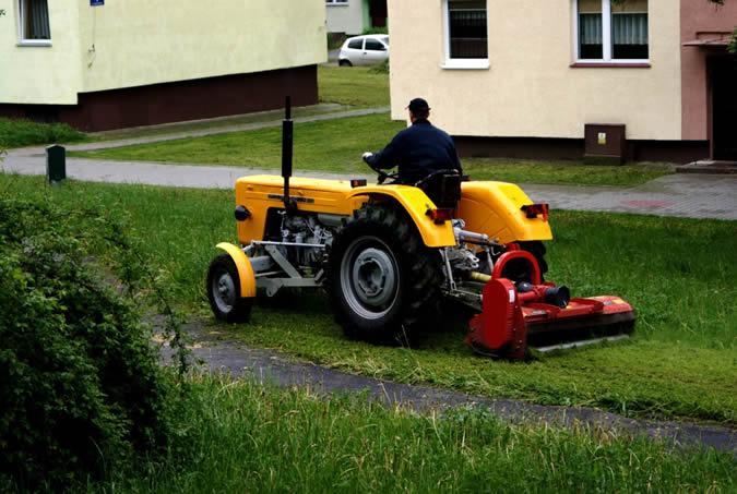 Quatre raisons d'opter pour un tracteur tondeuse