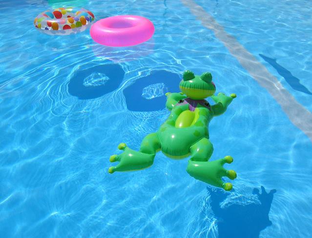 Canicule: les avantages d'avoir une piscine chez soi