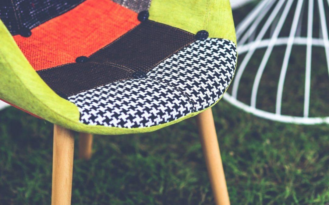 4 Façons de Couvrir une Chaise