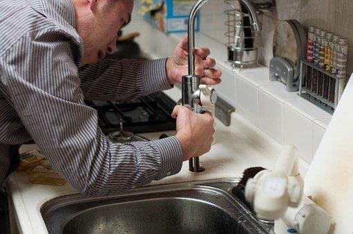 5 conseils pour choisir son plombier déboucheur