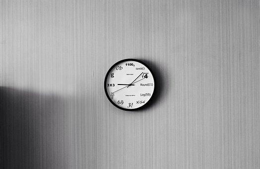 Comment choisir une horloge pour habiller vos murs